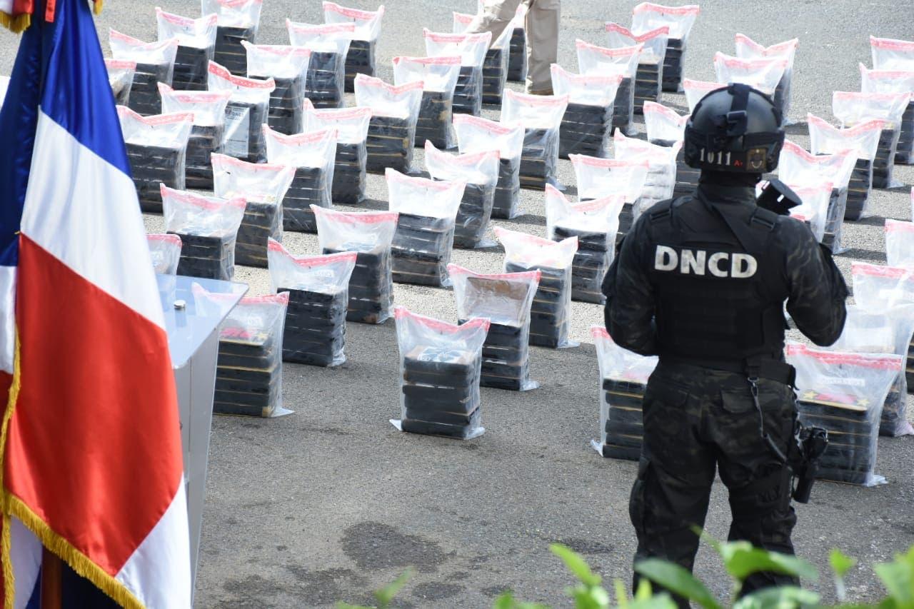 Ocupan 540 paquetes de presunta cocaína y arrestan a cinco venezolanos en San Pedro de Macorís