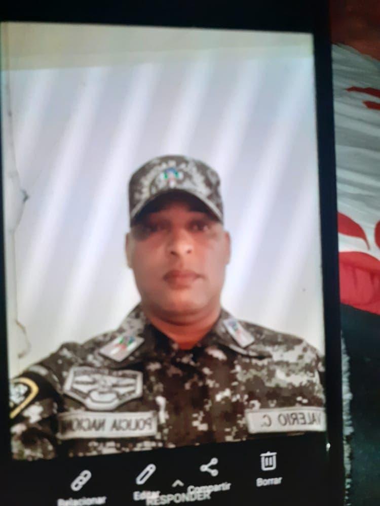 Coronel de la Policía se suicida dentro de un vehículo en San Cristóbal