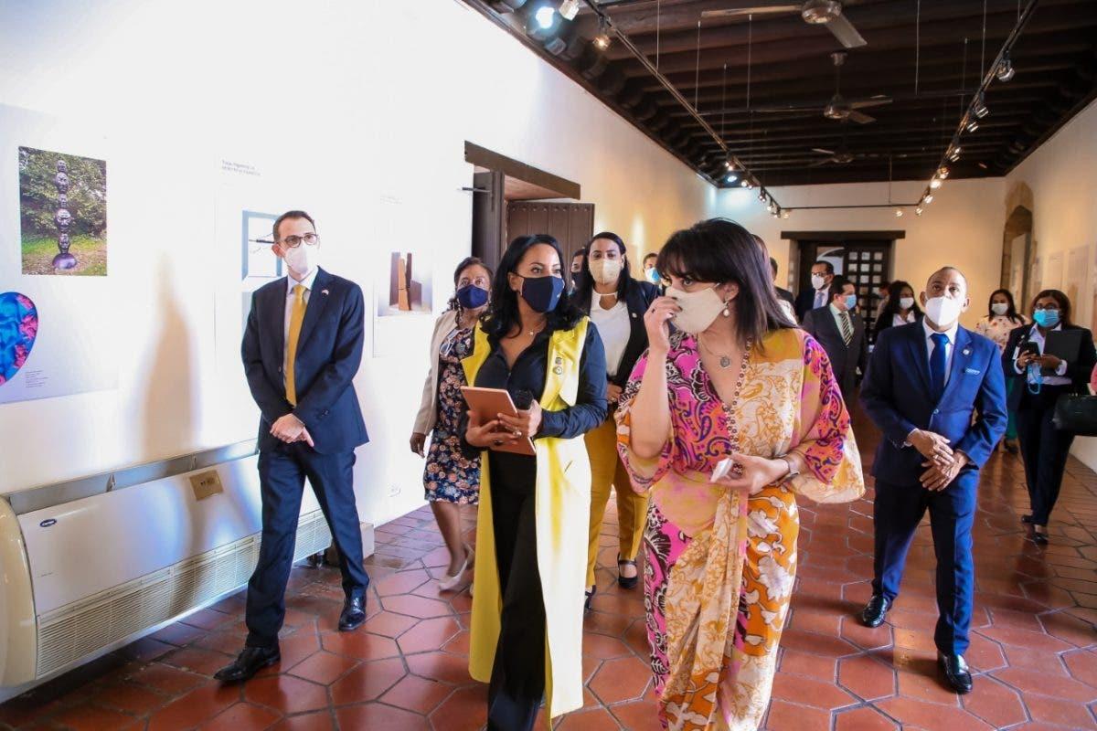 Diputada de Ultramar encabeza visita a Museo de las Casas Reales