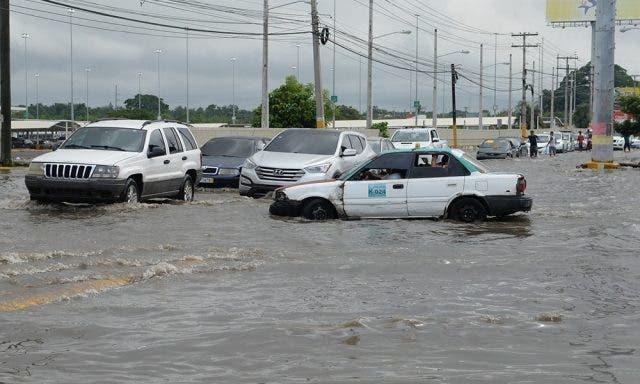 COE: Ocho provincias en alerta verde por onda tropical