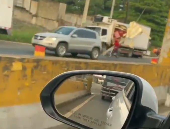 Se registra accidente múltiple en el kilómetro 25 de la autopista Duarte
