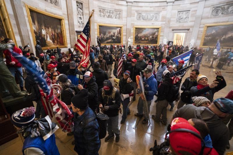 Dictan primera condena de prisión por asalto al Capitolio de EEUU