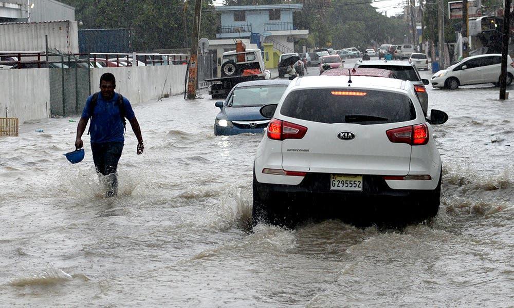 Elevan a 12 el número de provincias en alerta verde por onda tropical