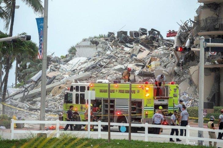 Búsqueda en el lugar del derrumbe en Miami-Dade, se detiene por inestabilidad del edificio