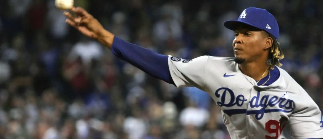Dodgers suben al dominicano Edwin Uceta