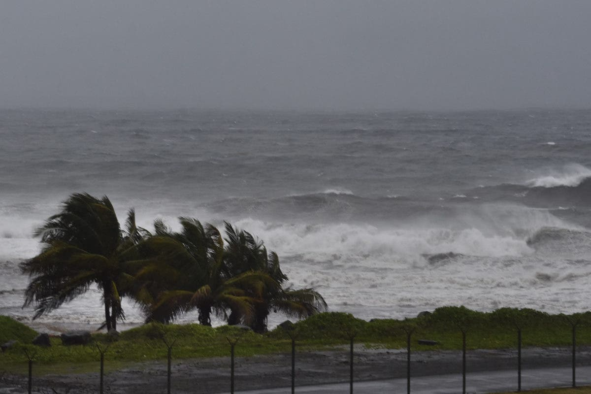 Huracán Elsa se dirige hacia Haití ante temor a deslaves