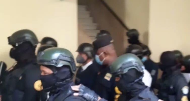 Videos: Llegada de Jean Alain y representante del MP a audiencia de coerción