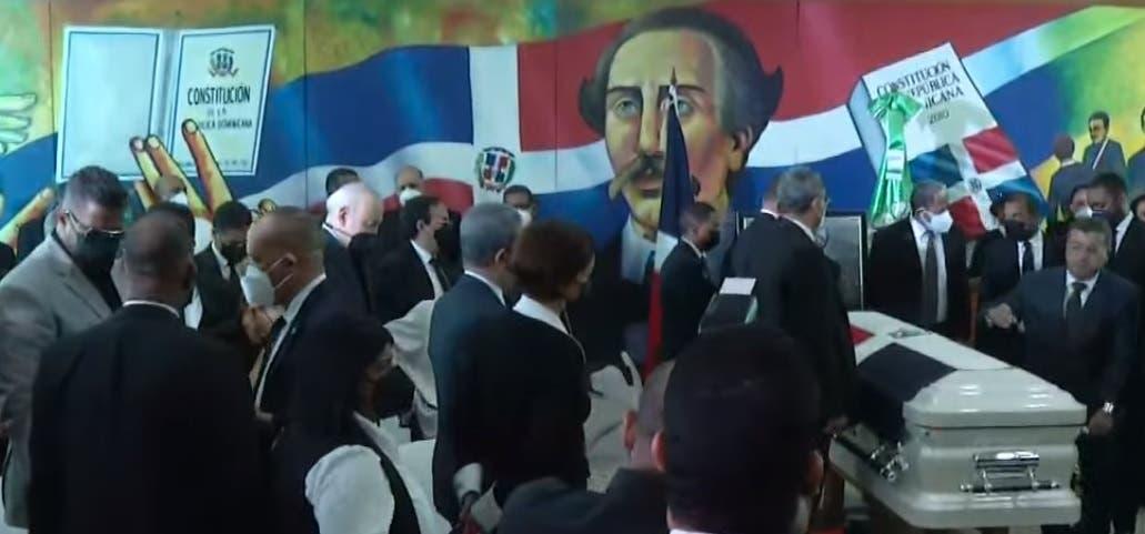 Cortejo fúnebre de Johnny Ventura llega al partido Fuerza del Pueblo