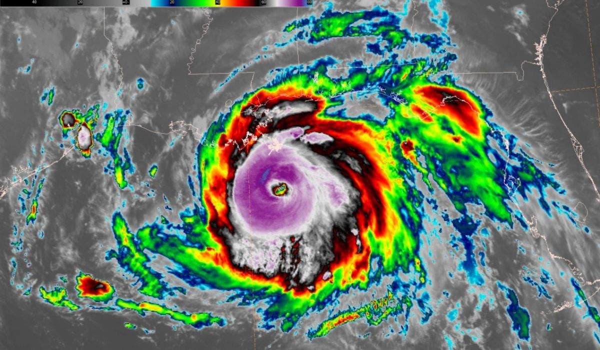 Ida se convierte en huracán categoría 4 y aumenta su amenaza sobre EE. UU.