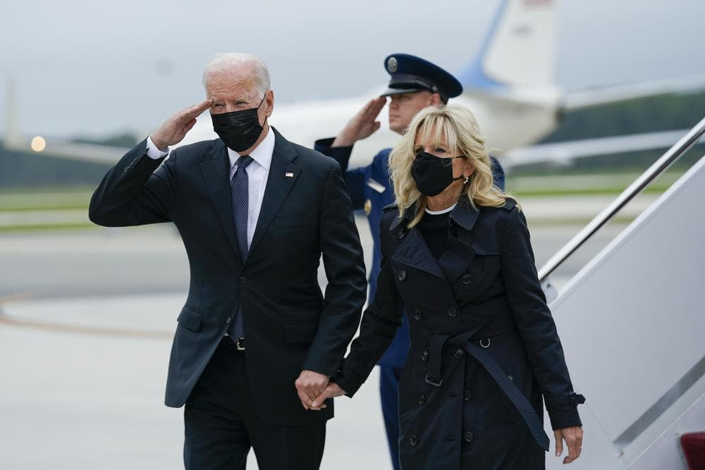 Biden rinde homenaje a 13 soldados muertos en Kabul