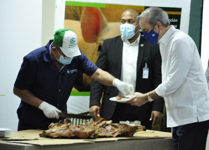 El presidente Abinader promete ayudar a los porcicultores por PPA