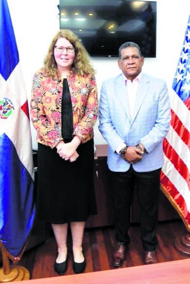Consejera embajada de EE.UU. en RD visita diputado FP