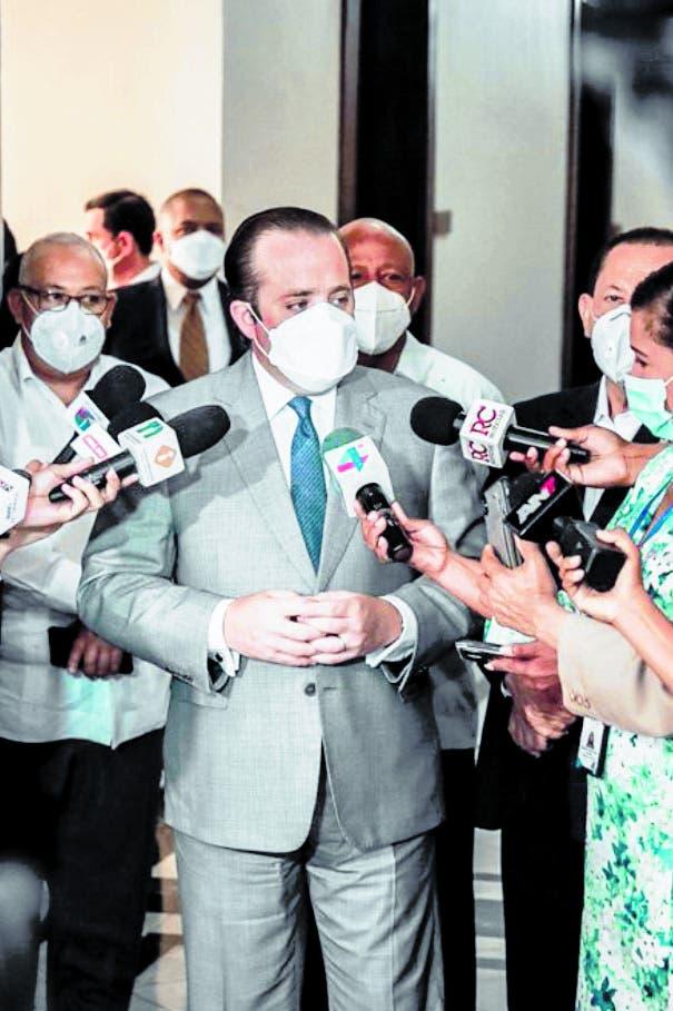 Ministro Administrativo convoca reunión reformas