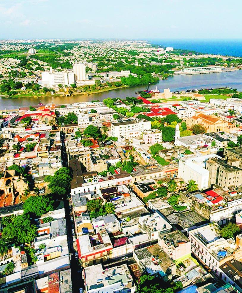 Promueve turismo e inversiones para el país