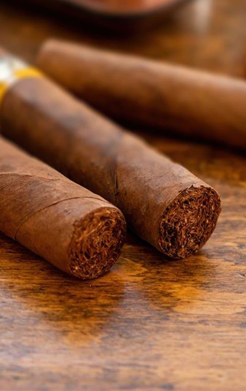 Certifican artesanos en la elaboración cigarros