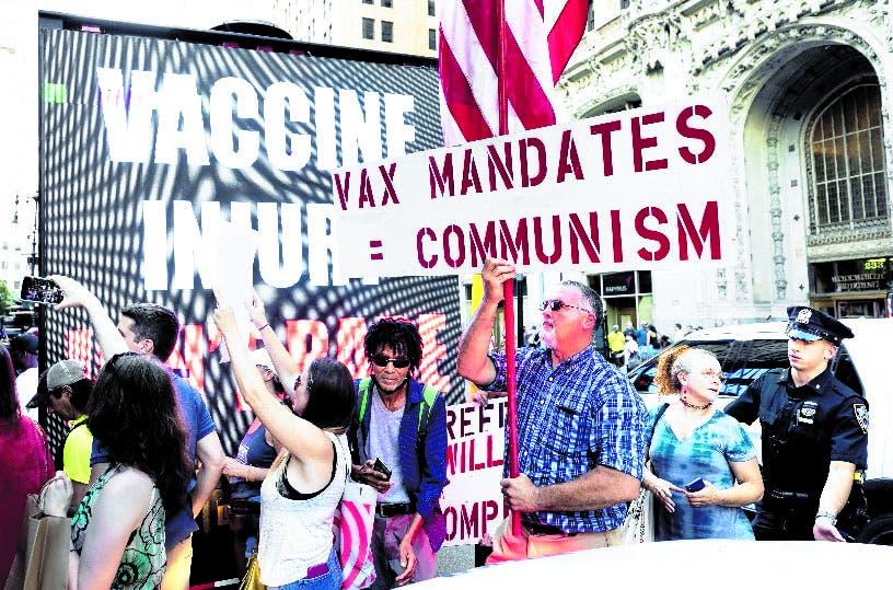 Policías de NY se rebelan en contra de la vacunación