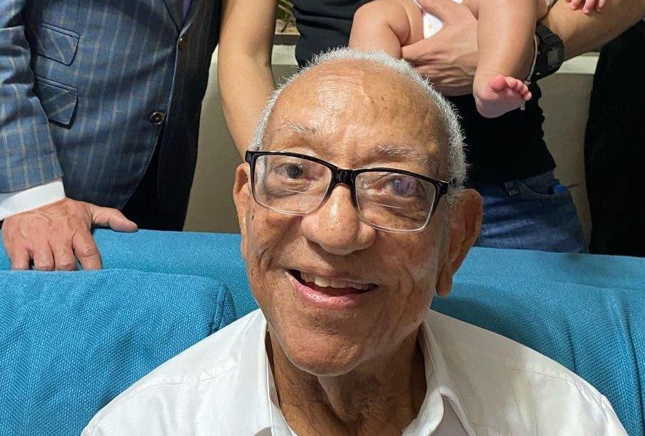 Muere padre del comunicador Jochy Santos
