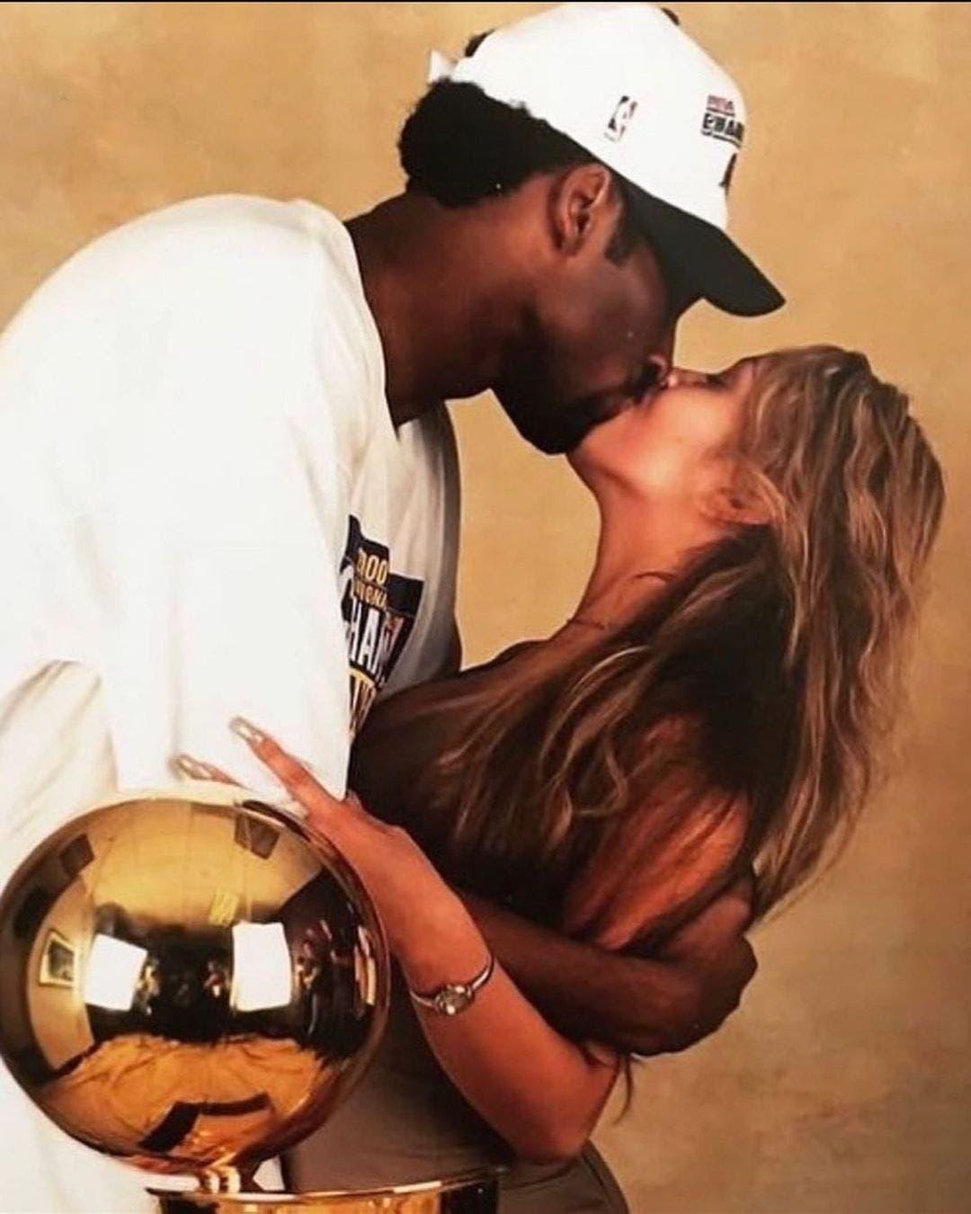 Kobe Bryant cumpliría hoy 43 años; vea cómo lo recordó su esposa