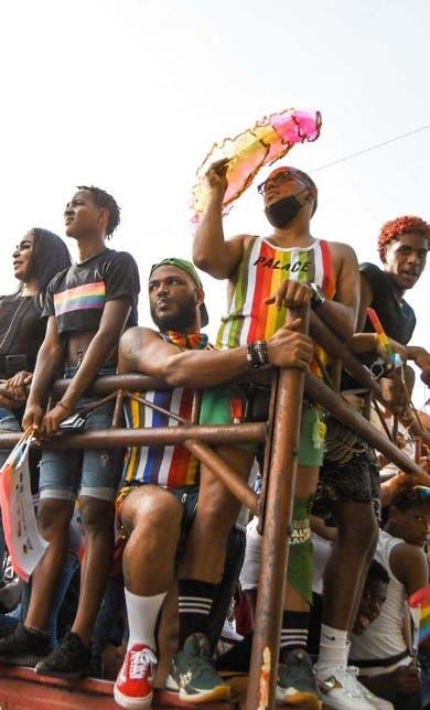 Grupos LGBT marchan por reivindicación de derechos