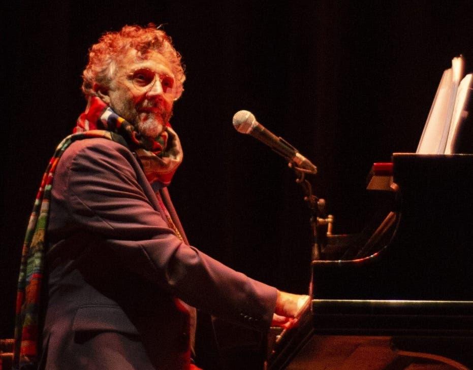 Fito Páez conquista al público con su voz y su piano