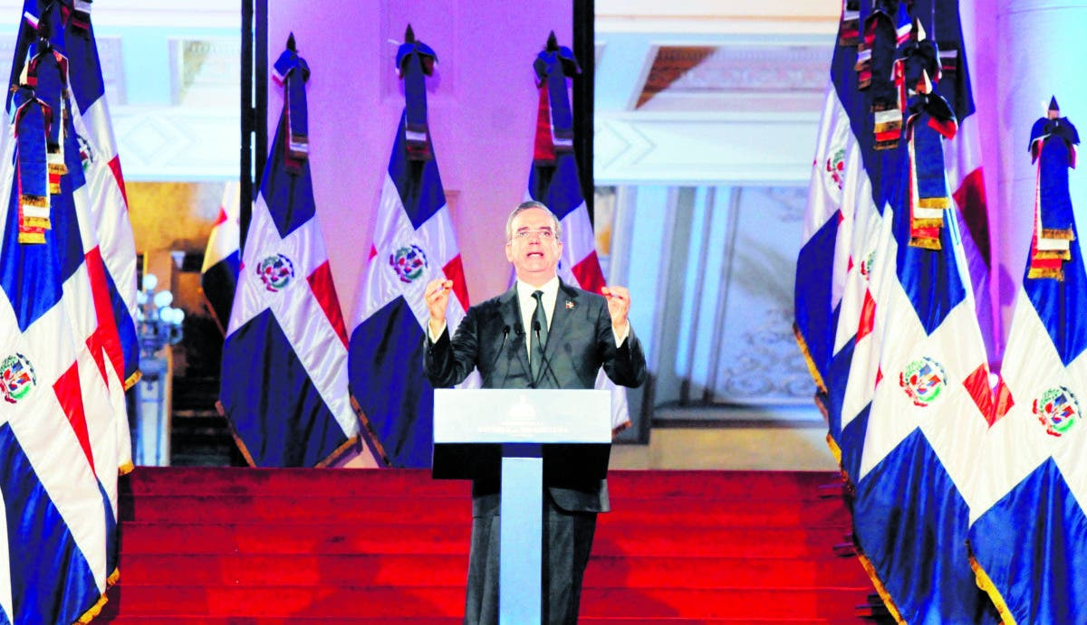 Presidente llama liderazgo trabajar transformar país