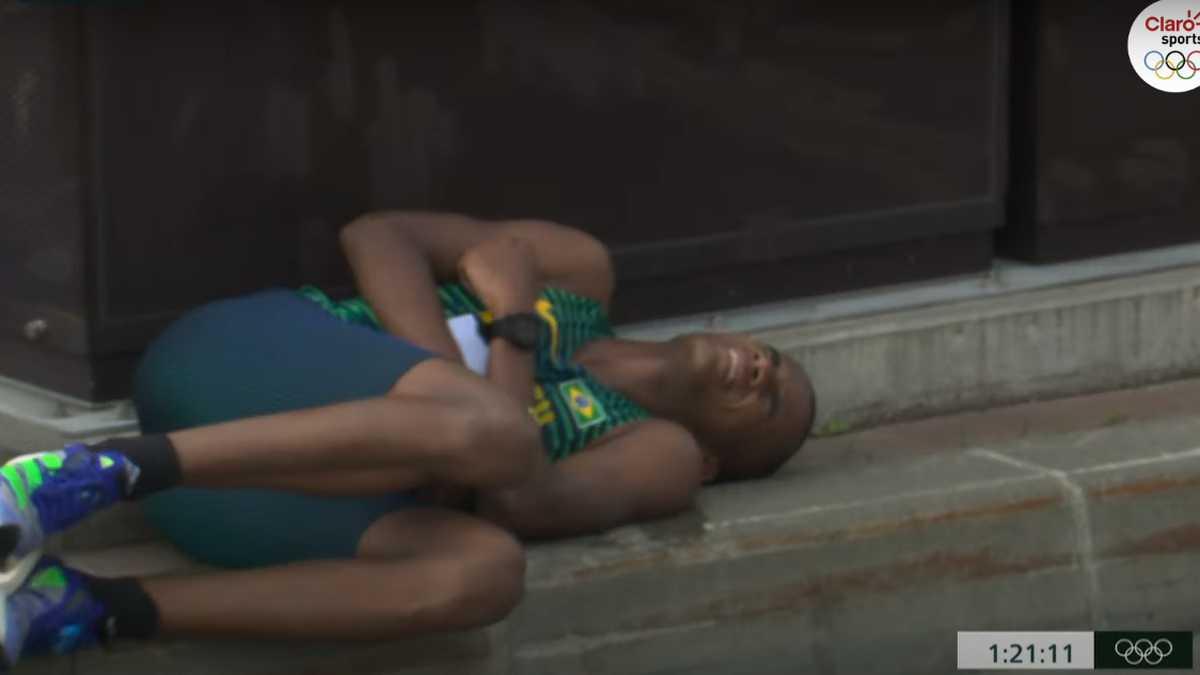 Video: Momento en el que un atleta brasileño se desvanece en maratón de los Juegos Olímpicos