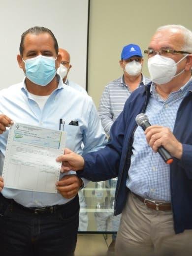 Deudas; Gobierno paga RD$8.4 millones a porcicultores