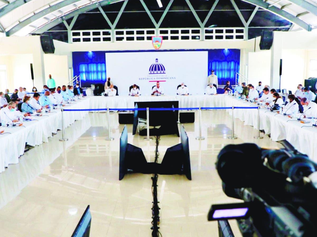 Abinader ofreció obras en Consejos de Gobierno