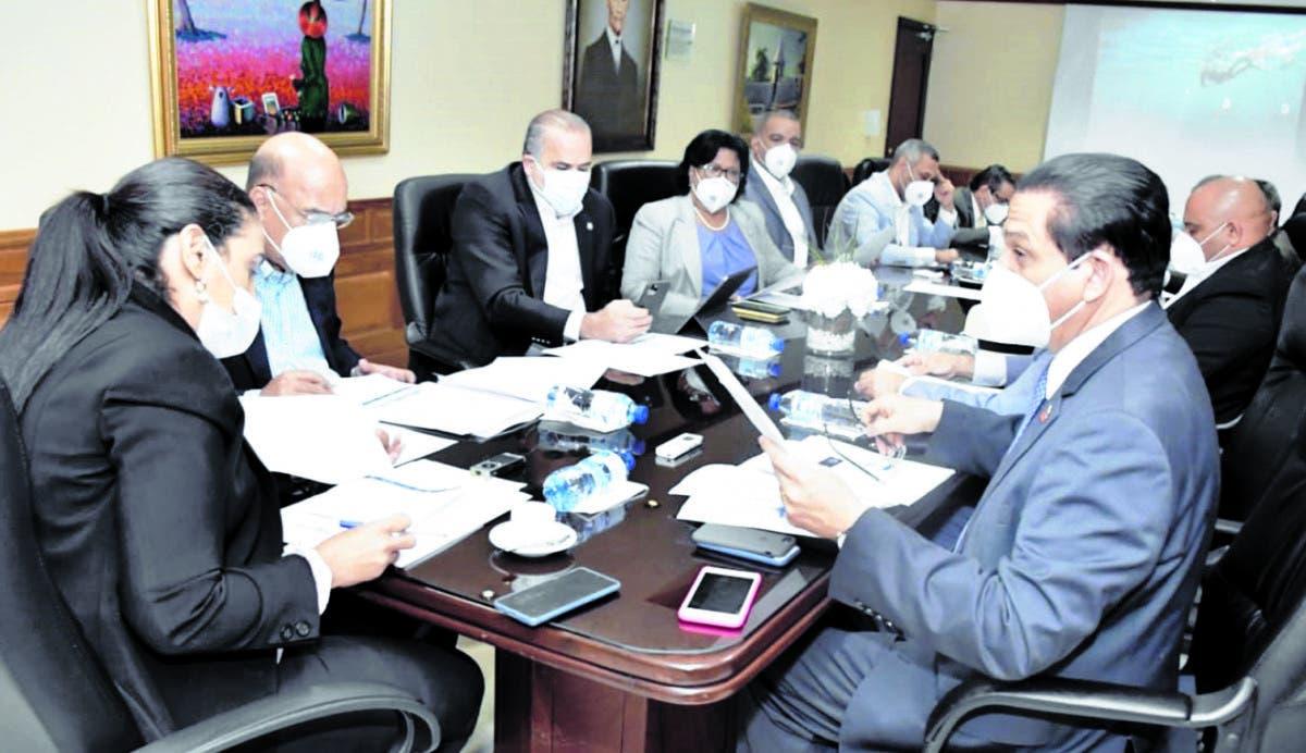 Senadores y ministro de Salud tocan emergencia