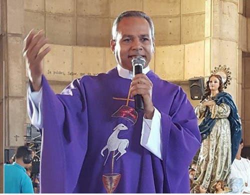 """Padre """"Chelo"""" dice a Abinader que él tiene la autoridad para que se apruebe el Código Penal"""