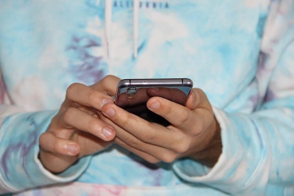 Limitar el móvil y no publicar todo en la red, claves en desconexión digital