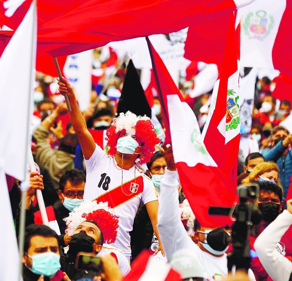 Líderes de derecha reclaman salida del primer ministro Perú