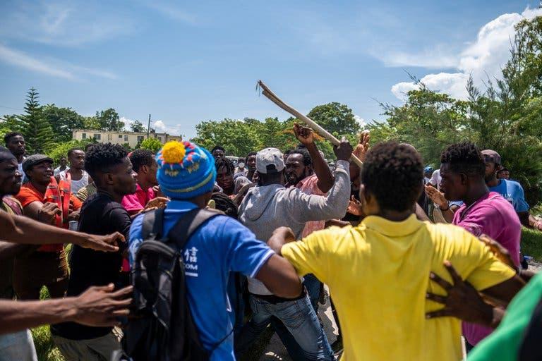 Frustración, indignación y saqueos en Haití a una semana del terremoto