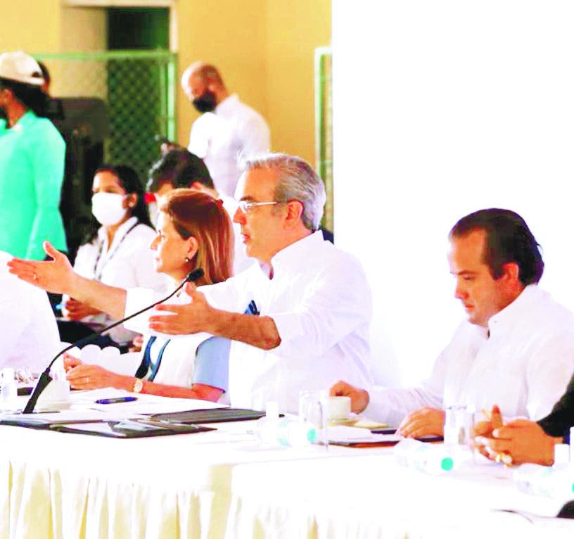 El presidente anuncia en Baní extensión UASD