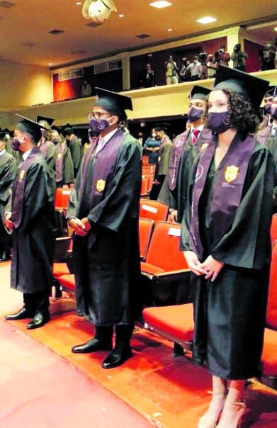 Colegio Loyola celebra 60 años con graduación