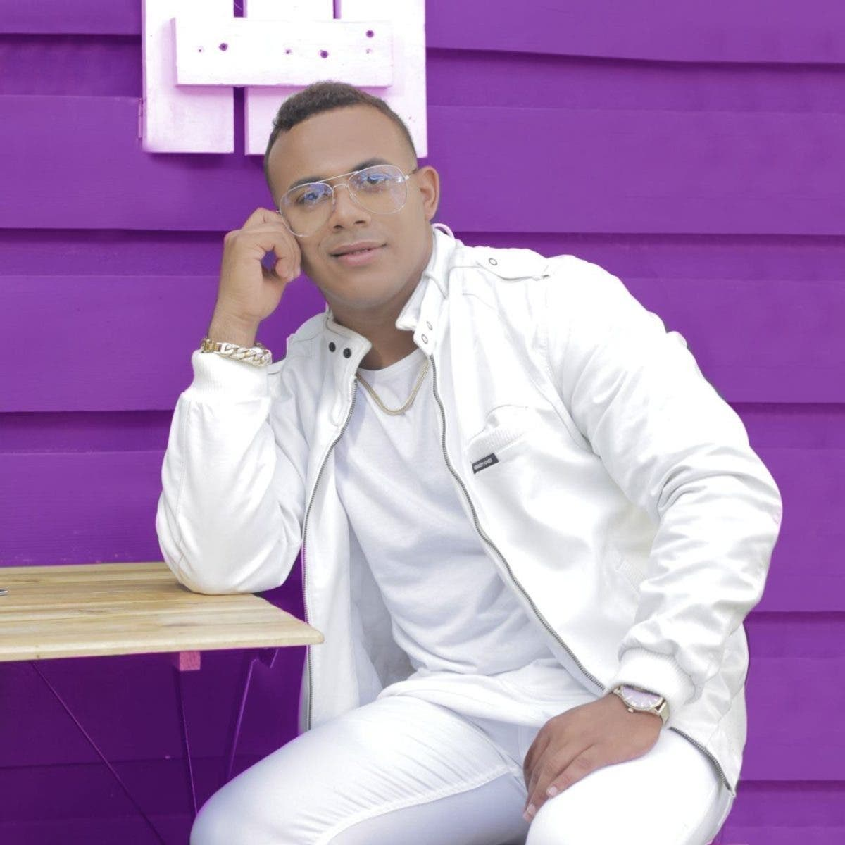 "Henmore presenta ""Mi Paz"" junto al artista urbano Natan El Profeta"