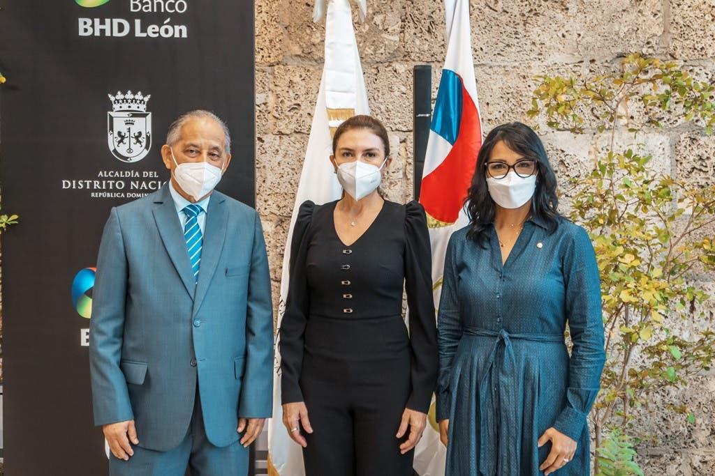 Entregan a la Alcaldía documental Santo Domingo Primera de América