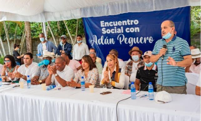 Adán Peguero encabeza encuentro con dirigentes de Santo Domingo Este