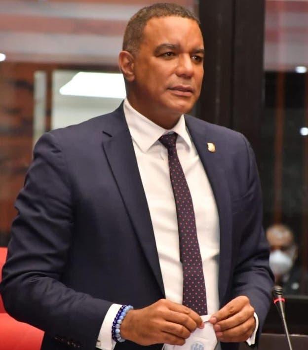 Afirma Senado RD seguirá legislando a favor dominicanos del exterior