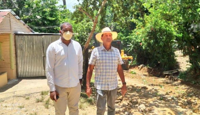 Alcaldía Yamasá y Agricultura reparan caminos vecinales en municipio