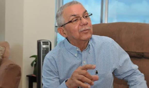 Expresidente del CNSS rechaza alianza «médico-laboratorio» en manejo catálogo