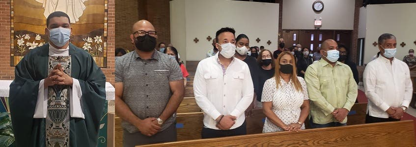 Asistencia masiva a misa de madre expresidente Leonel Fernández