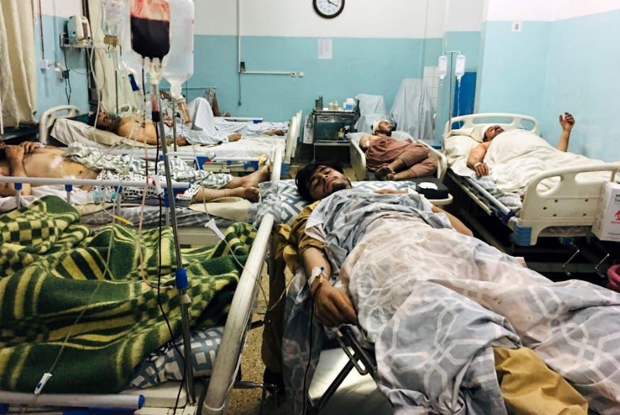 Estado Islámico reivindica un atentado suicida en inmediaciones del aeropuerto de Kabul