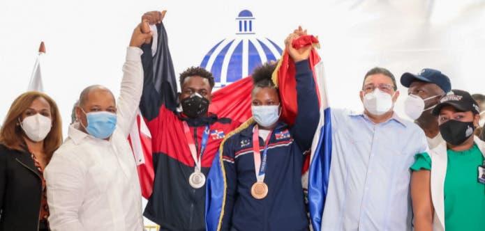 El recibimiento de los dominicanos a los medallistas olímpicos