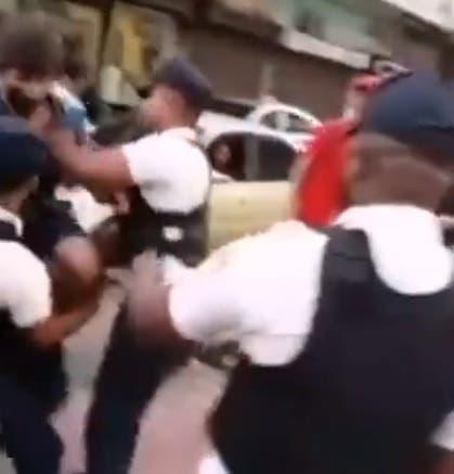 Video: Agentes del Cestur se enfrentan con un ciclista por transitar en El Conde