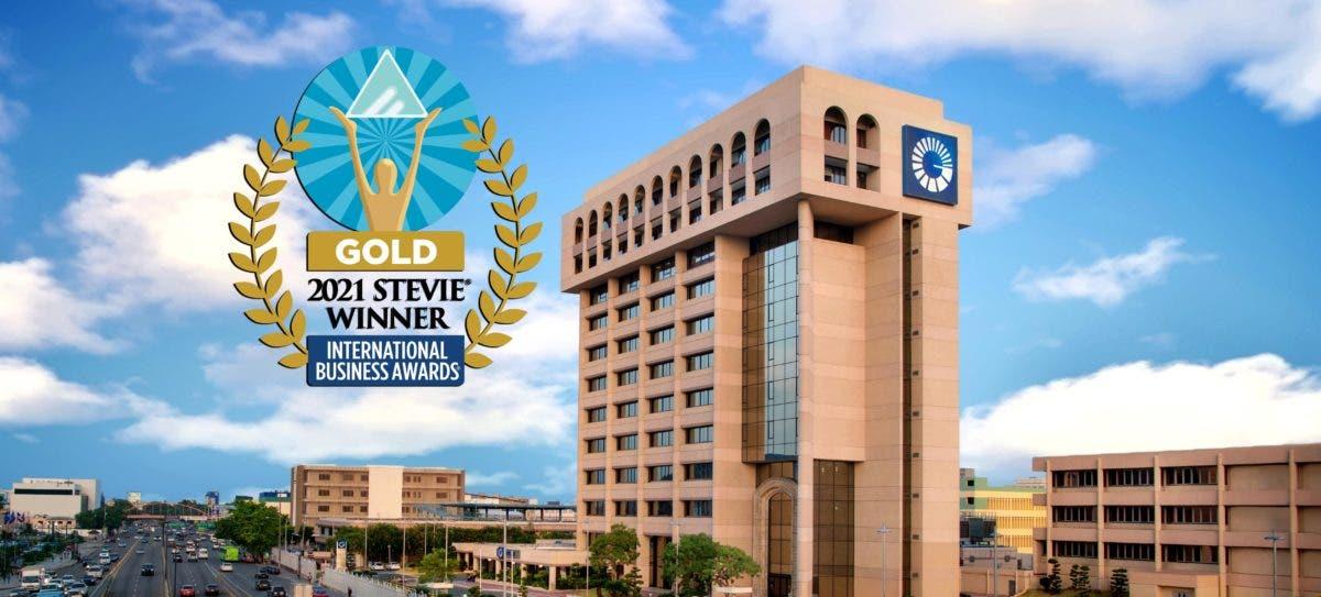 """""""El Lado Positivo"""" del Popular gana oro en premios internacionales Stevie(R) Awards"""