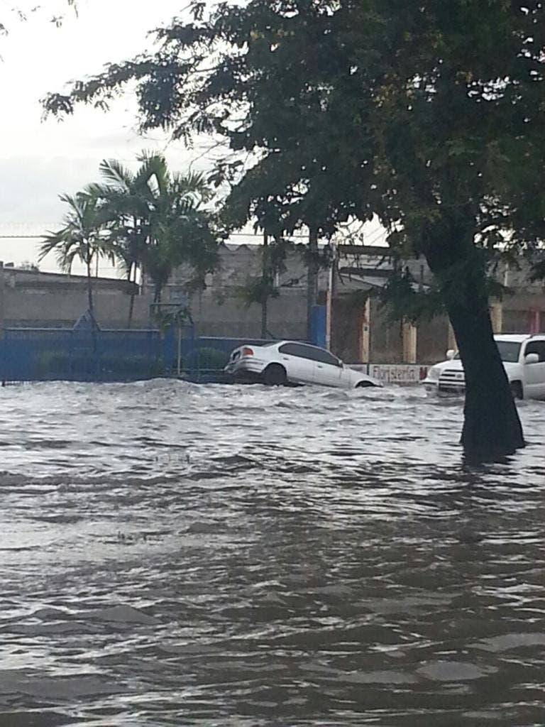 COE reporta significativas inundaciones en algunos puntos de la capital; mantiene las alertas
