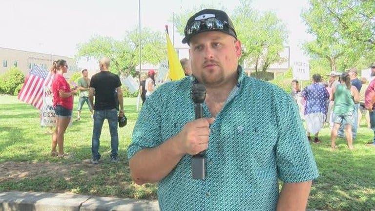 Murió por COVID-19 el líder del movimiento antimascarillas en Texas