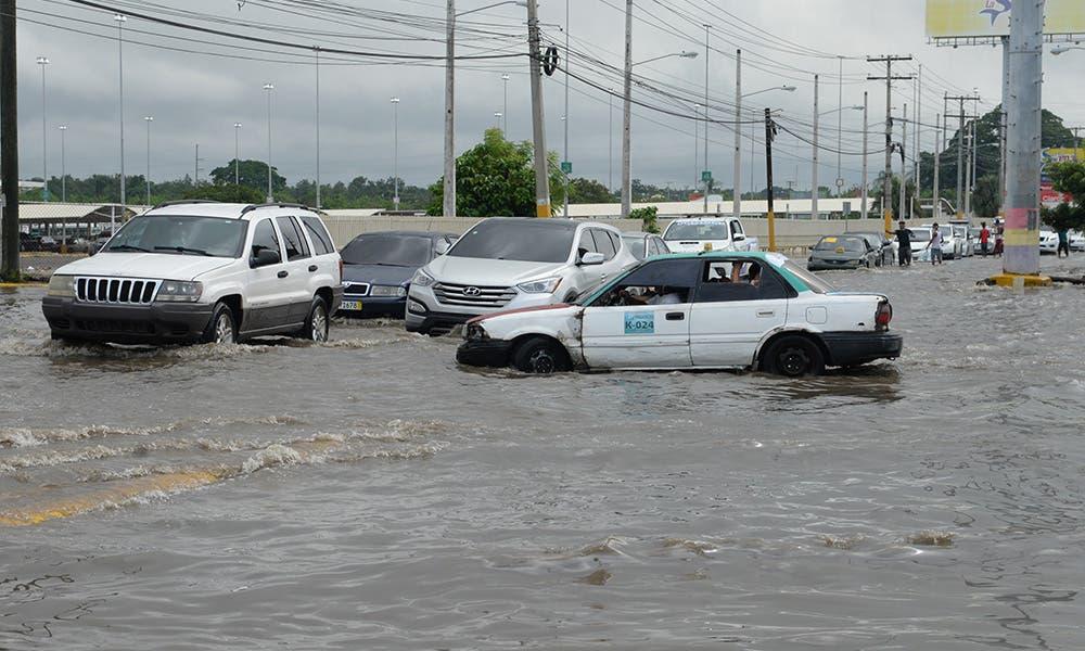 COE: 17 provincias y el Distrito Nacional, en alerta por tormenta tropical llegaría este miércoles