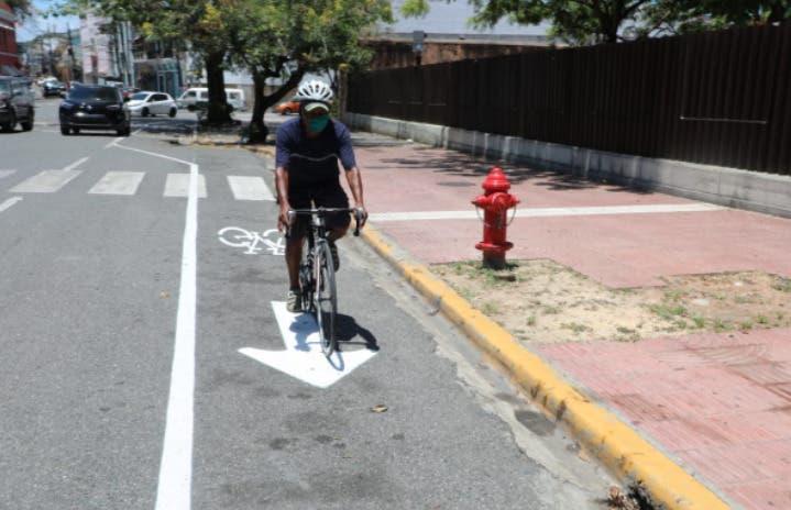 Carolina Mejía y exalcalde de Nueva York  Mike Bloomberg promueven carriles para bicicletas en Santo Domingo